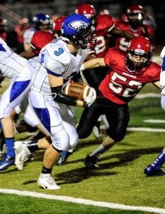 FACING DOWN - Decatur&#039;s Ben Blattner avoids defenders as he tries to find a hole. Messenger photo by Joe Duty