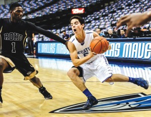GOING DOWNTOWN - Decatur's Parker Slate takes the ball toward the basket. Messenger photo by Joe Duty