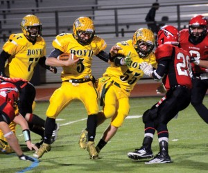 HEADING FOR THE GOAL LINE  - Boyd's Blake McDonald eludes a couple of tacklers during the Yellowjackets area round playoff loss to Winnsboro. Messenger photo by Mack Thweatt