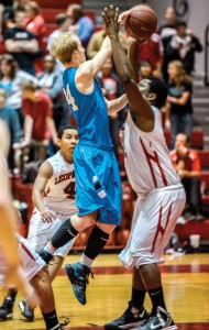 QUICK PASS - Cain Lowe finds the open man against Gainesville Friday. Messenger photo by Joe Duty